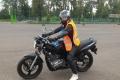Motorkářka na cvičišti