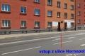 Učebna Autoškoly Leon vstup z ulice Hornopolní